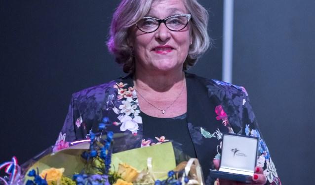 Anja van Mackelenbergh bij de uitreiking van de Van Beuningenpenning eind 2018. Tekst: Ad Pijnenburg, foto: Ton Stappers.