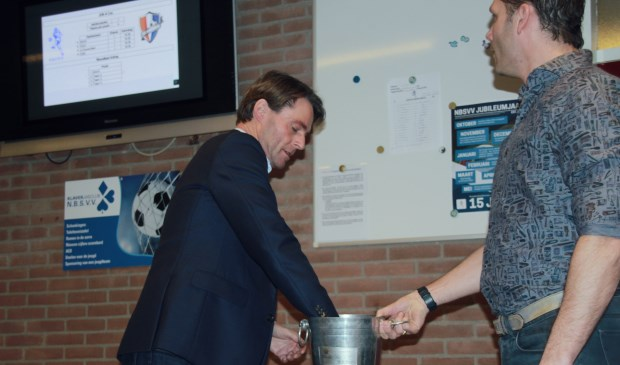 Wethouder van Sport en Economische Zaken, Paul Boogaard, was bereid de loting te verrichten.