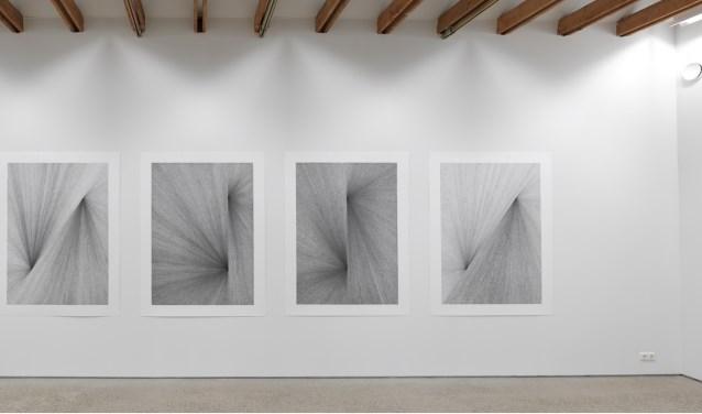 Alexandra Roozen • Plain Dust • potlood op papier. Fotograaf: Rik Klein Gotink