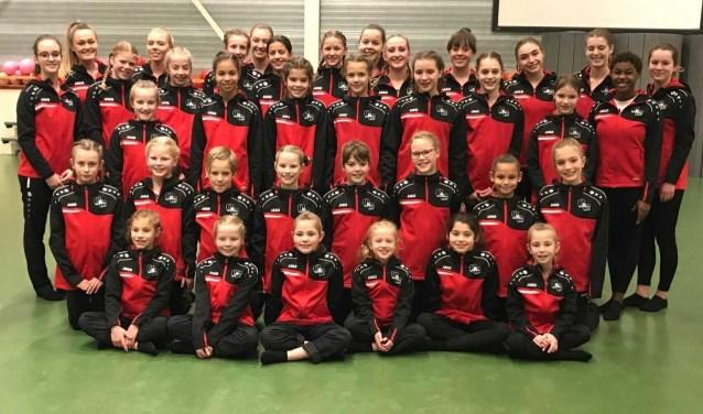 De gehele 4de divisie van de Zwijndrechtse Gymnastiekvereniging O&O in het nieuwe tenue.