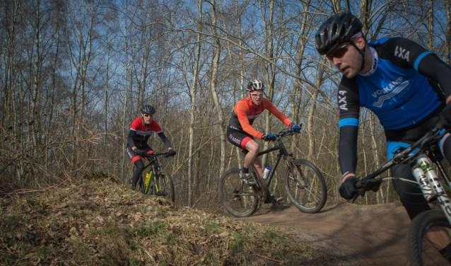 Aan de ATB run bike run kunnen zowel wedstrijdatleten als recreanten meedoen. Foto: Niek Huttinga.
