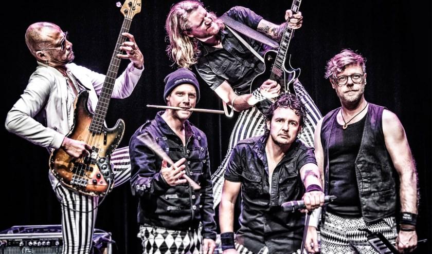 Hippe Gasten gaat liedjes spelen van het spiksplinternieuwe album 'Komkommermaarbij'.