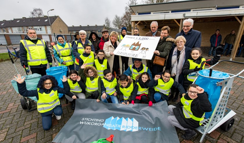 Burgerinitiatief Award 2018 in de categorie jeugd is voor de Stichting Wijkorganisatie Ridderweide. (Foto: Jan Bouwhuis)