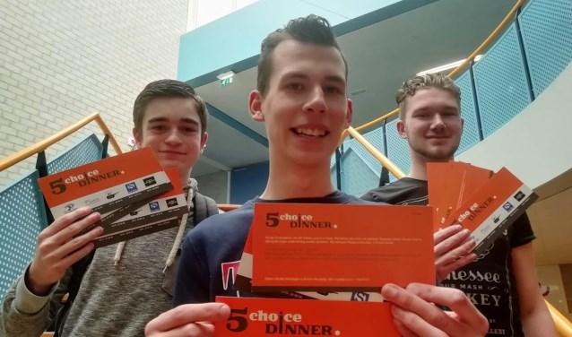 Joost, Justin en Hans (v.l.n.r) hopen na hun examen in mei nog veel meer te maken van hun bedrijf 5 Choice Dinner. FOTO: PR