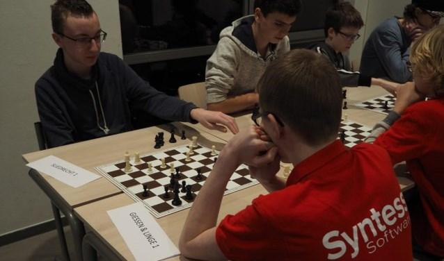 De ontmoeting van de jeugdteams Sliedrecht en Giessen Linge. (Foto: Herbert Eppinga)