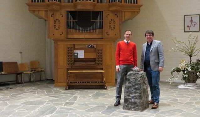 Organist André de Jager en dirigent John Bakker. (foto: Yvonne Vogel)