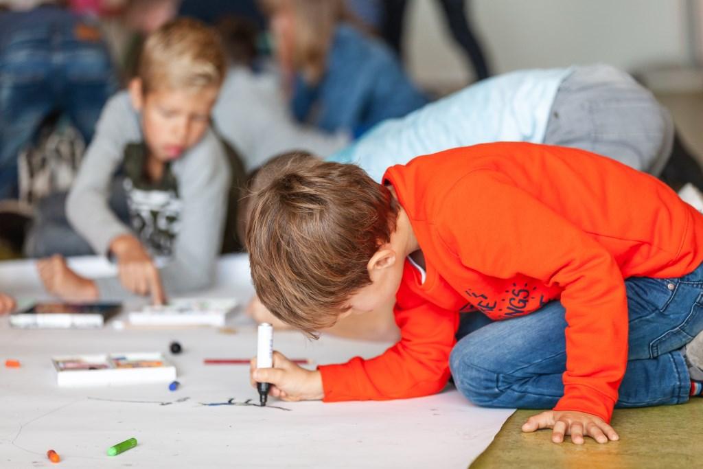 Beeldende les in Veluvine tijdens Kick Off van Cultuurkust Foto: Henriette Houtsma © Persgroep