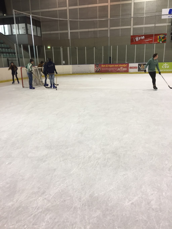 IJshockey is dan natuurlijk ook cool om te doen Foto: Yeb Heerema © Persgroep
