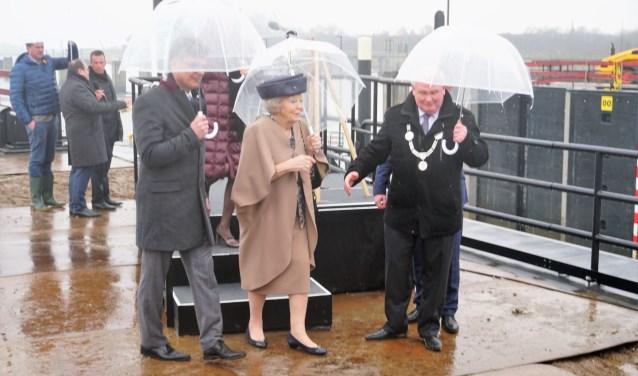 Hare Koninklijke Hoogheid Prinses Beatrix heeft woensdagmiddag 6 februari de 3de kolk van de Prinses Beatrixsluis geopend. Foto: Louise Mastenbroek.
