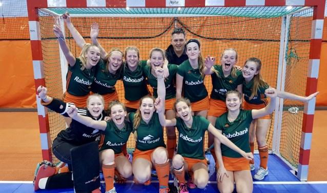 Meisjes A2 werd ongeslagen kampioen tijdens de zaalhockeycompetitie 2018-2019