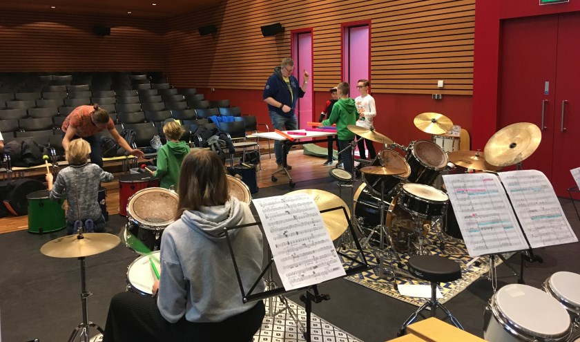 De dag werd afgesloten met een concert waarbij de leerlingen solo op het drumstel lieten horen wat zij in hun mars hebben.