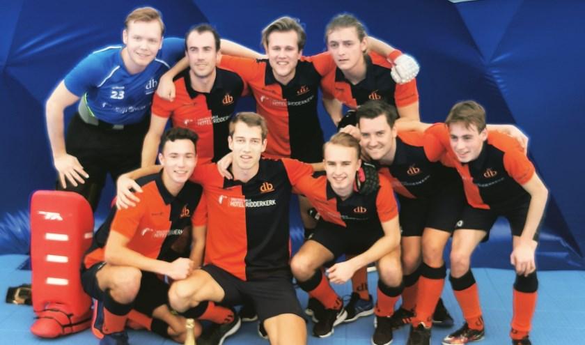 Derby Heren 1 hebben zondag 3 februari het kampioenschap in de 2e klasse van de zaalcompetitie veroverd.