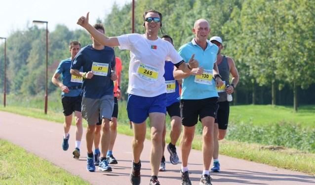 Enthousiaste beginnende hardlopers onderweg naar hun eerste 5 kilometer!