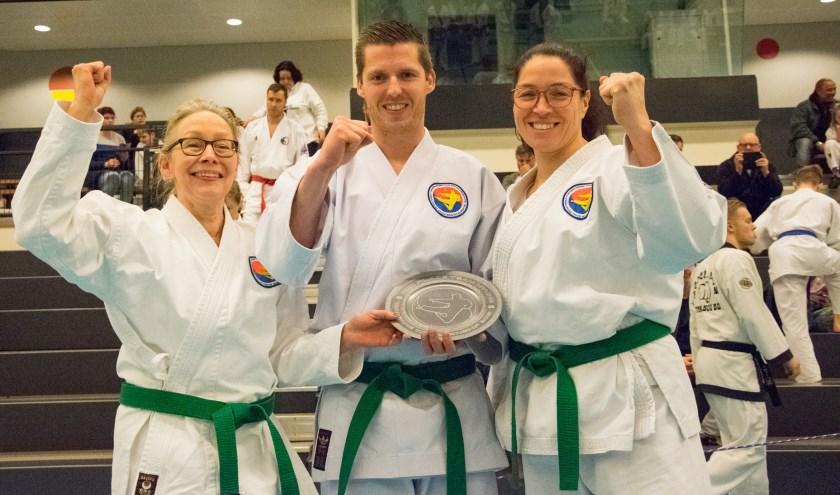 Zilver bij hetHwa Rang Tang Soo Do kampioenschap voor Sandra, Myriam en Gijs van team Xtra-s.