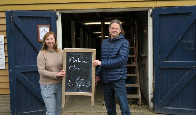 Mariette Verloove van BuytenDelft en Erwin Alberts van Onderwijslab de Nieuwe Wereld zijn klaar voor de NatuurClub!