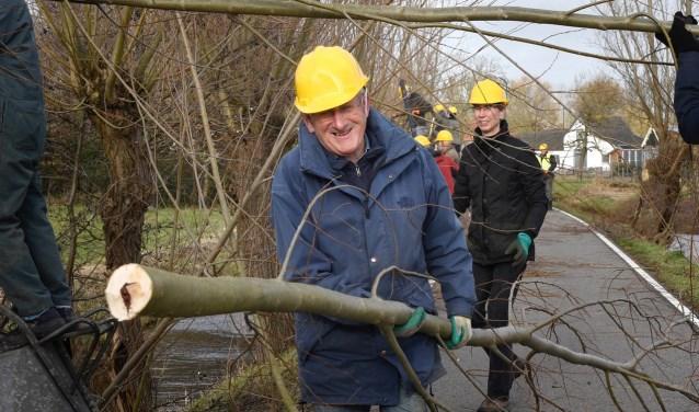09-02-2019 De onderhoudsploeg van IVN Landschapsbeheer bezig met het knotten van wilgen langs het Breeveld te Woerden.  Foto Rianne den Balvert