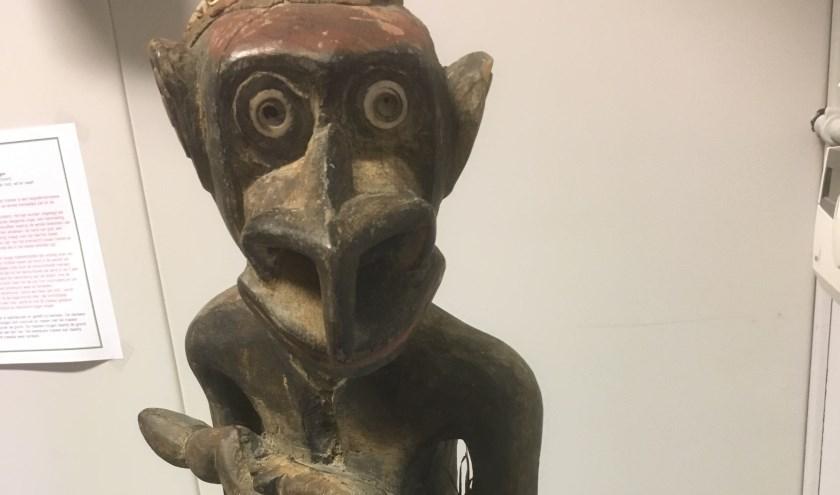 Sepikbeeld uit Papoea Nieuw Guinea met kenmerken van de neushoornvogel.