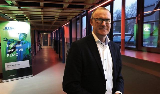"""Directeur Gerrit Schalk: """"Het bedrijfsleven geeft aan dat in de huidige opleidingen weinig tot geen aandacht is voor deze actuele vernieuwingen. Wij proberen door innovatief onderwijs deze aansluiting wel te vinden."""""""