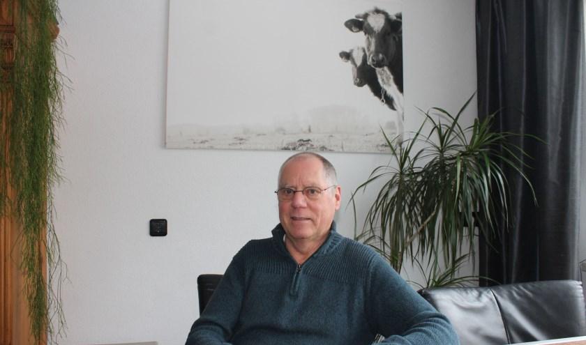 Wim Seijers is al enkele jaren schipper op de 'Rhelie', het overzetveer dat vaart tussen Rhenen en Lienden. (Foto: Henk Jansen)