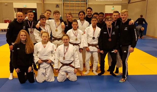 Van de SJO-judoka's in de leeftijdscategorie -18 jaar wisten er maar liefst tien zich te plaatsen voor het NK op zaterdag 9 maart in Den Haag.
