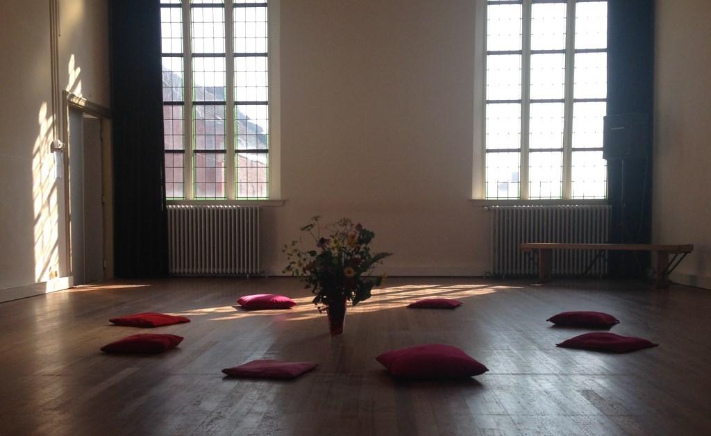 Anne Horster houdt vrijdag 15 februari bij Pand 18 een dansworkshop,bewust beleven van jezelf, de ander en van de ruimte.