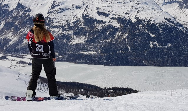 Melissa Peperkamp op haar board