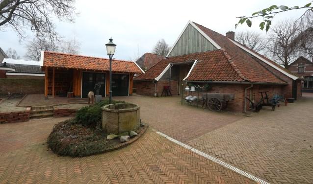 Links de nieuwe kapschuur die zaterdag feestelijk wordt geopend tijdens open dag van Museum de Scheper.