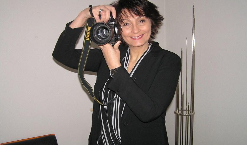 Zenna Aydin en haar 65 collega's willen zoveel mogelijk senioren voor de lens hebben.