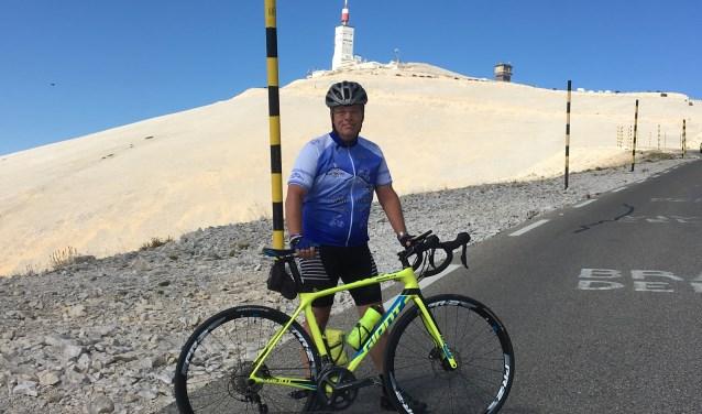 Iris van Dinther fietst komende zomer drie etappes van zo'n 120 kilometer door het Groene Hart, Zuid-Holland. Daarmee haalt hij geld op voor KiKa, die onderzoek doet naar behandeling van kanker bij kinderen.