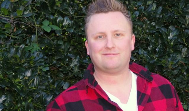 Bob Garstman (31) is als Prins Hop het boegbeeld van het carnaval in Kwakveen, met aan zijn zijde hofdames Milou en Karlijn.