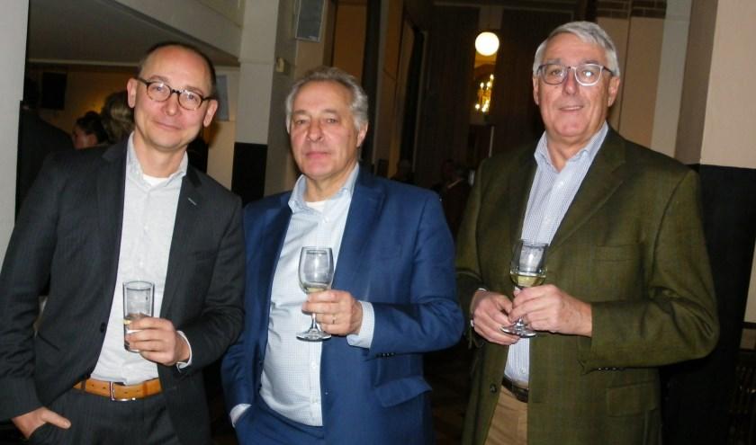 Tom van 't Hek (midden) was presentator van de bijeenkomst in Parkvilla, die mede werd georganiseerd door Bas de Lange (links) en Gerard van der Klaauw van VOA.