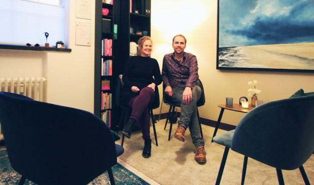 Iris van Deutekom en Robin Pater helpen singles en stellen die verlangen naar een sprankelende en hechte liefdesrelatie.
