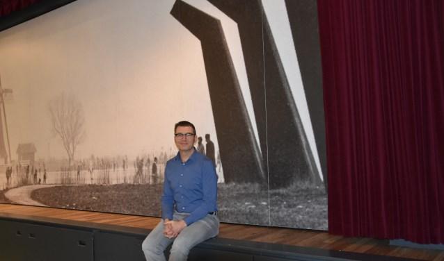 Mario van Vliet op het podium van Theater ´t Web, de plek waar het ooit allemaal begon.