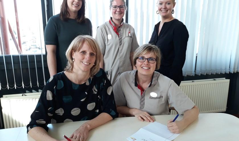 Met de ondertekening van het reglement door zowel de bestuurder van De Lange Wei als door de voorzitter van de VAR, Jolanda Besselink, gaat de VAR uit de startblokken. Eigen foto