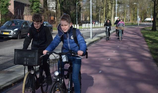 Leerlingen van 'Het Streek' rijden met de witte fijnstofmeter.