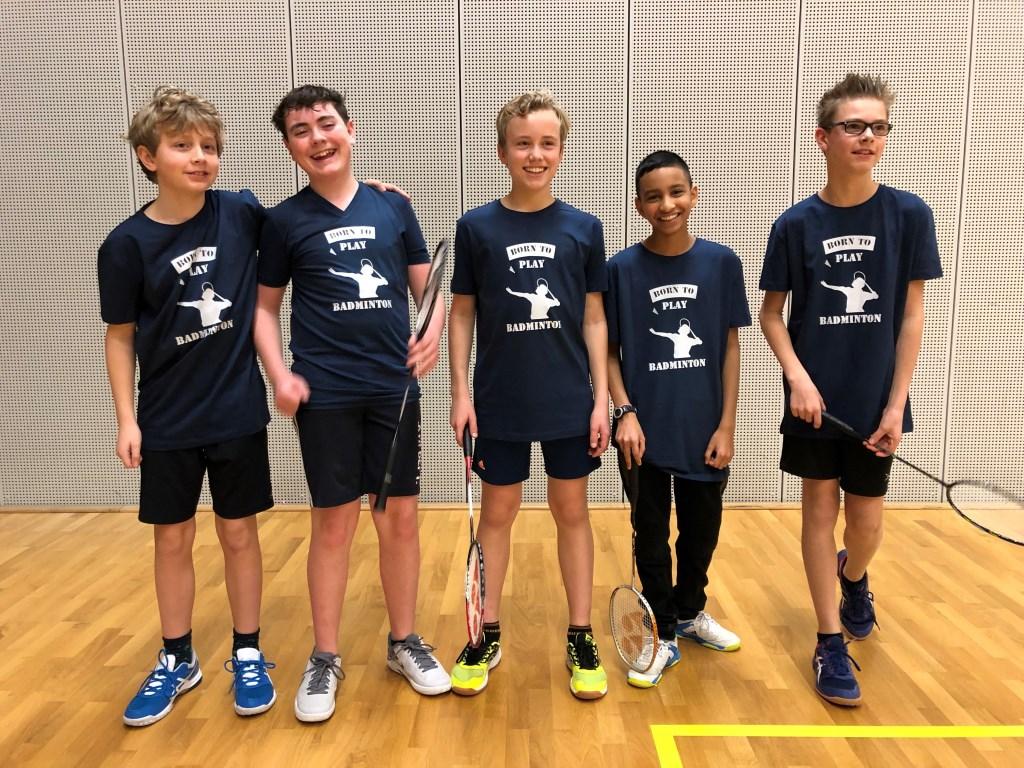 Jeugdkampioen J4: Niek Smit, Orin Reynolds, Roy van Vliet, Radj Badloe en Tobias van Schie Foto: BC Apollo © Persgroep