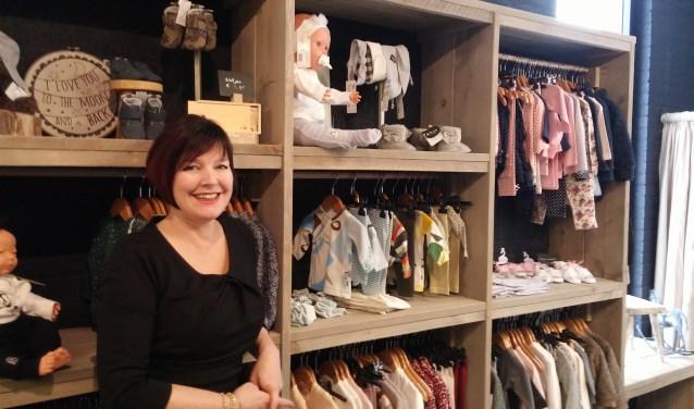 Karin Brekelmans geniet van haar winkel in kindermode. KIK Kinderkleding aan de Hogebankweg 5a is open van woensdag tot en met zaterdag.