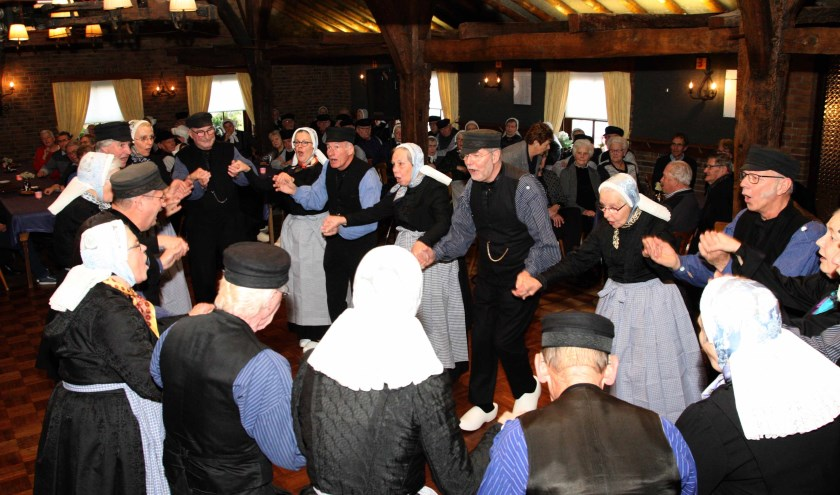 De Plaggenmeijers uit Rekken trappen de middag af met de Voorjaarsbode en de IJswals.