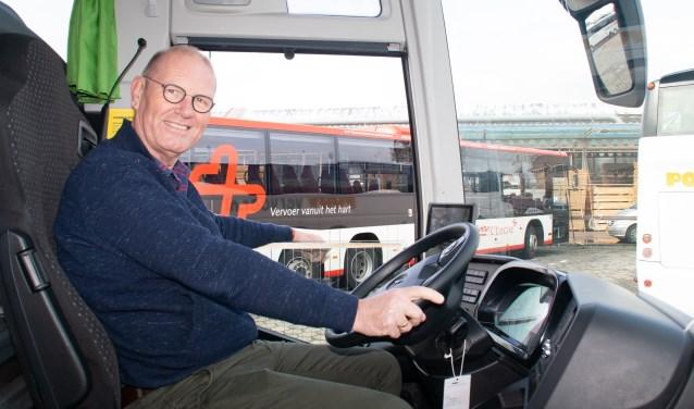 """""""Ik wil niet op een lijnbus hoor"""", zegt Wim Groeneweg, """"maar op een tourbus, waar je veel contact hebt met de mensen."""" Foto: Jacques Stam"""