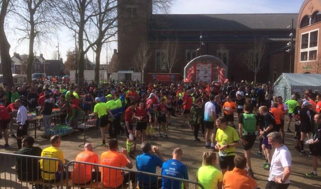 De Drunense Duinenloop brengt een gevoel van saamhorigheid onder sporters, publiek, sponsors en vrijwilligers.