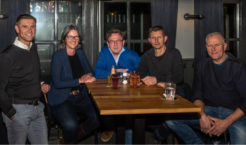Herman te Raa, Irma Koeslag, Henk ter Horst, Gerard Ruesink en Mart Versteeg (vlnr) zijn verantwoordelijk voor de leukste rondjes op de fiets de komende zomermaanden!