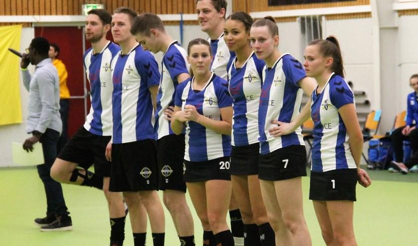 Wageningen bij het voorstellen van de teams voor de wedstrijd.