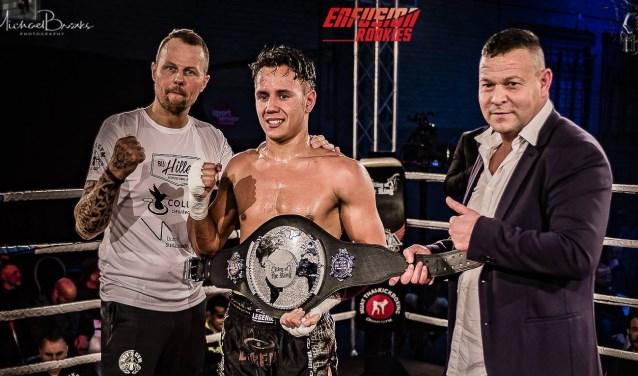 Lorenzo Geurink met de kampioensbelt. Fotocredits/bron: King of the King presents Enfusion Rookies.