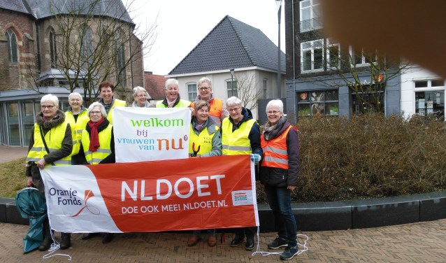 De dames van Vrouwen van Nu steken op 16 maart de handen uit de mouwen bij NL-Doet.