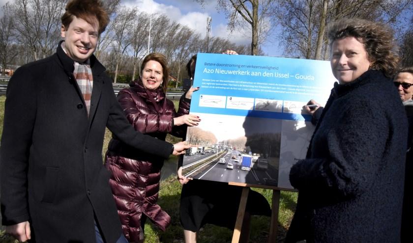 Gedeputeerde Z-H Floor Vermeulen, minister Cora van Nieuwenhuizen en de Goudse wethouder Hilde Niezen. Foto: Marianka Peters