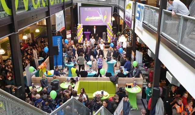 Ongeveer duizend leerlingen konden in de DIF kennismaken met ruim tweehonderd beroepsbeoefenaren. Foto: Robbert Roos