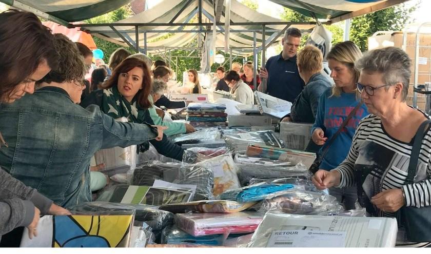 De opkomst bij de vorige markt van  beddengoedwinkel Smulderstextiel.nl was al veel groter dan verwacht. FOTO: PR