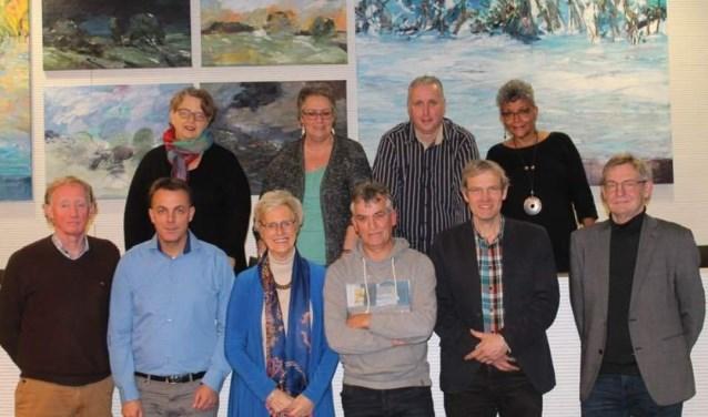 """Alle kandidaten voor DKK, lijst 8. Linksboven Martine Rexwinkel: """"DKK wil het waterbeheer heel puur houden. Dat past bij mij."""" (foto: PR)"""