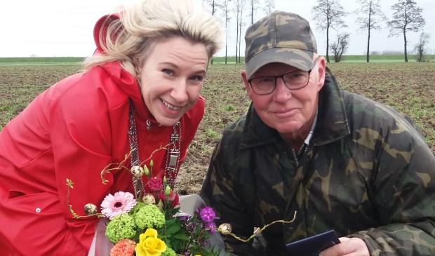 Burgemeester Jacqueline Koops-Scheele en Bertus Draaijer.