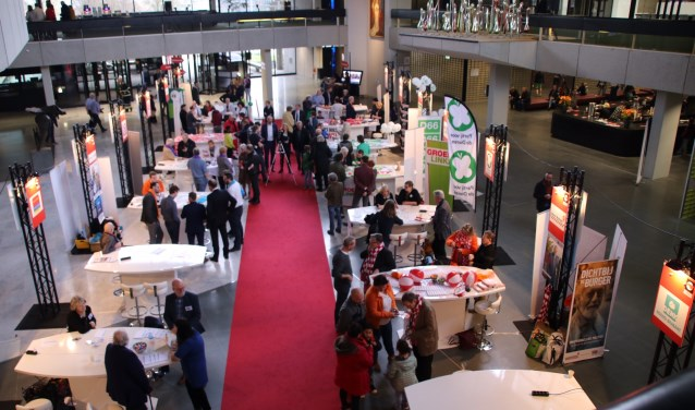 De politieke markt tijdens de open dag van het provinciehuis in den Bosch werd goed bezocht.